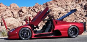 SSC Ultimate Aero с открытыми дверями, капотом, крышкой багажника
