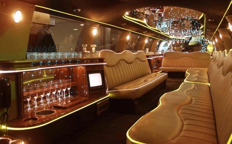 Внутренняя отделка одного из салонов лимузина American Dream