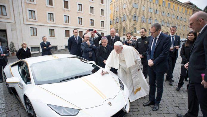 Lamborghini Huracan Pope