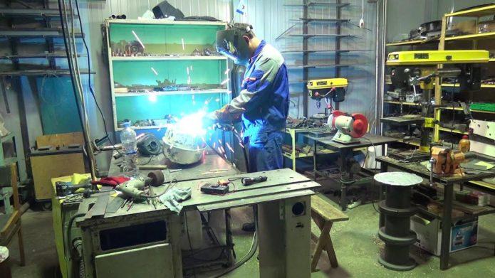 Заваривание металлического бензобака