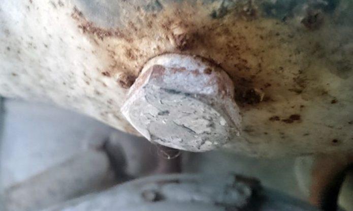 Сливное отверстие бензобака