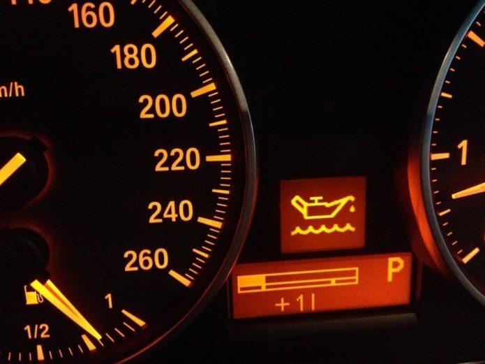 низкий уровень масла в картере двигателя