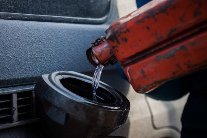 Заливка бензина