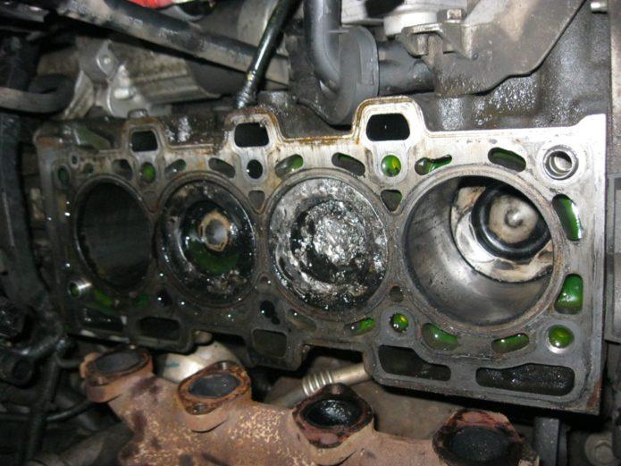 Олифа в деталях двигателя