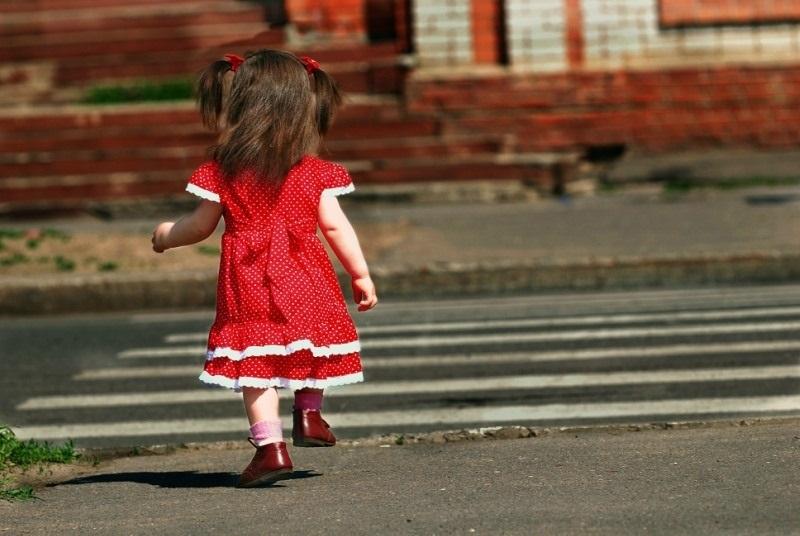 Девочка на дороге